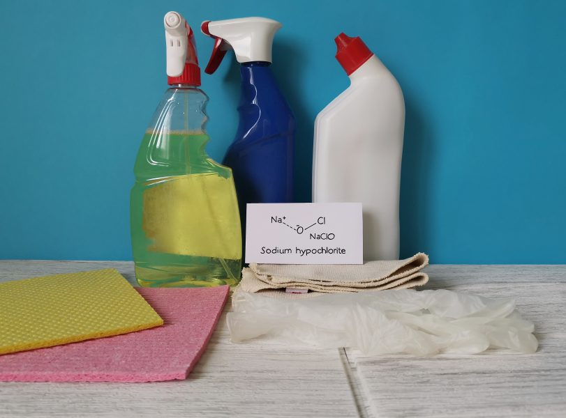 Structural chemical formula of sodium hypochlorite with cleaning products